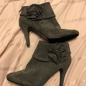 Size 10M booties only wore once like new